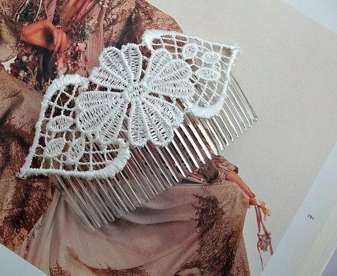 Hair Head Piece/Comb in Ivory Venice Lace